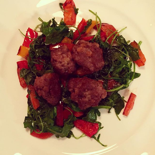 Tis the season 🌲😊 lil meatballs cooked in bacon fat served on sautéed peppers & wilted arugula #christmaseverywhere #dinner #paleo #lchf #keto #getinmybelly #kmtherapyandwellness