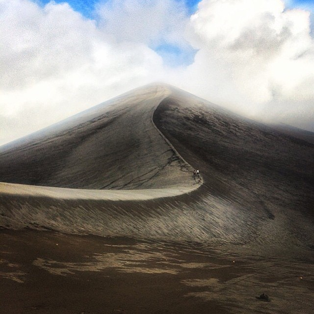 The wonderful Mount Yasur looking spectacular as always! Regram thanks to @beautyandthebackpacker #discovervanuatu #volcano #adventure #travel #southpacific #goals #dreams