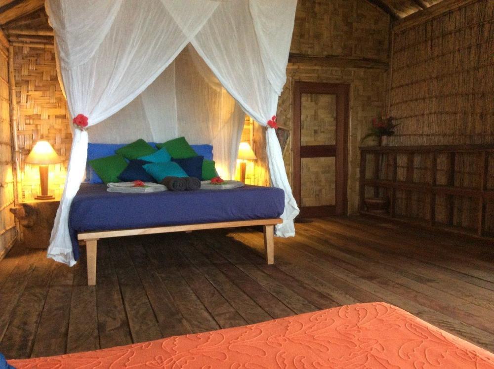 queen bed1.jpg