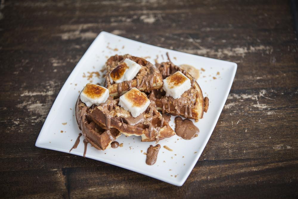 chocolate-fondue-waffle