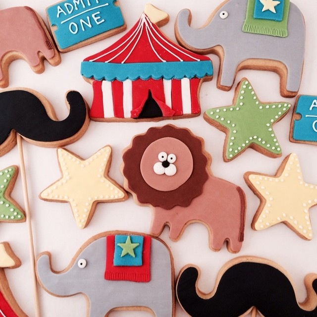circus.set.biscuits