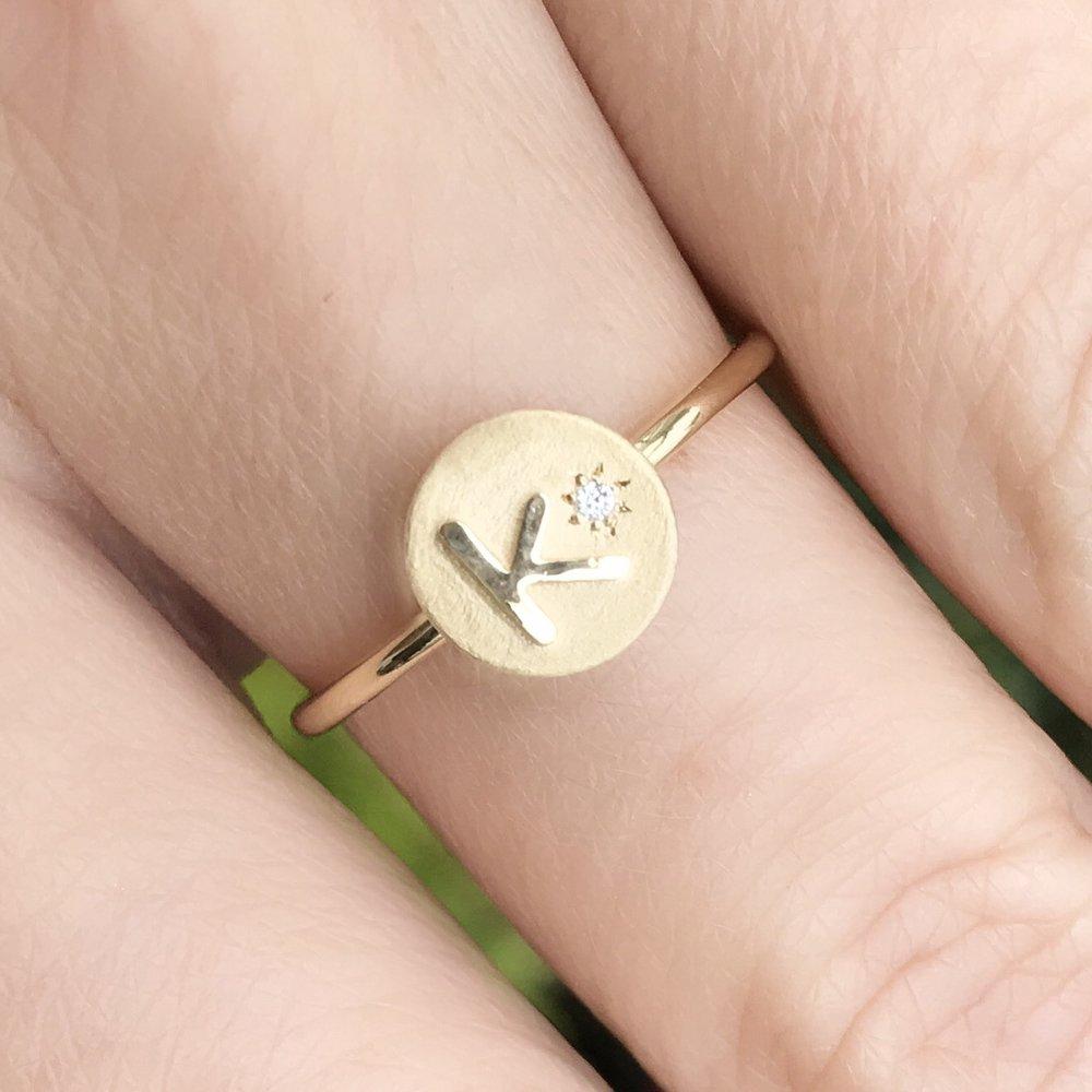 Kate Alexandra 18K Gold Initial Ring w Mini Diamond