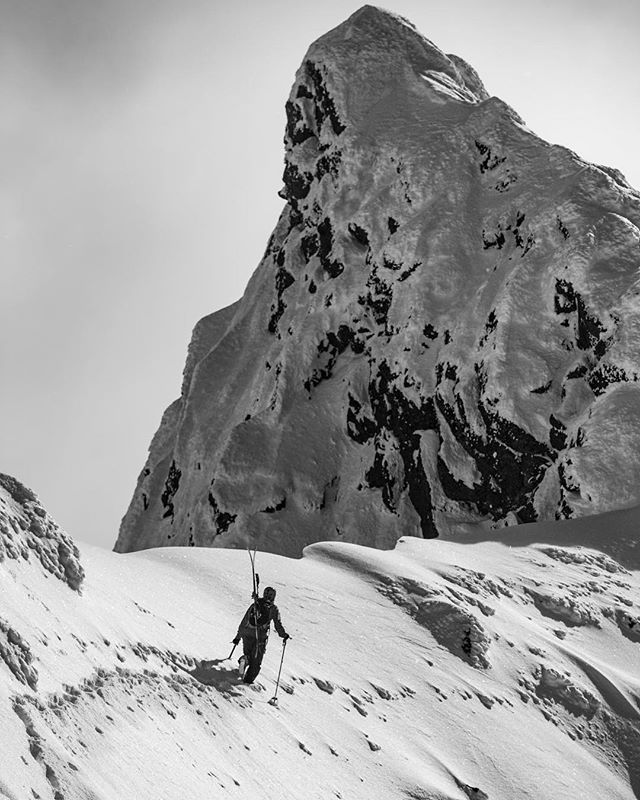 Like if you are going ski touring this weekend 👍 We are!! #sgnskis #hurrungane 📷@bardbasberg
