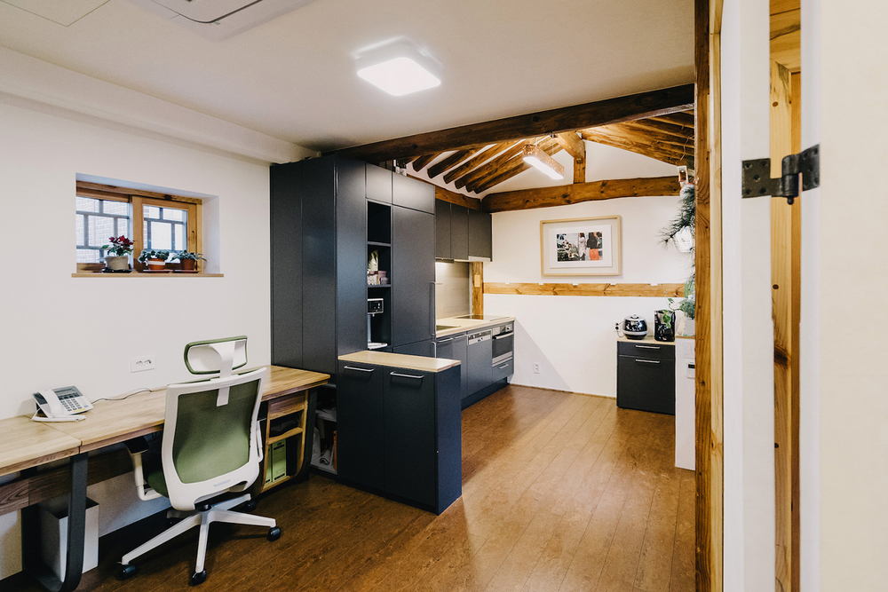office and kitchen.jpg