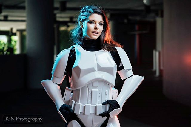 | Storm Trooper | At Disneyland during the first day of their Halloween season! It's the happiest time of the year. ____ Cosplayer | @amberarden Camera | Sony A7RII @sonyalpha Lens | Sony 85mm f/1.8 Software | Adobe Lightroom Lights | 3 Yongnuo 560 MK IV's ___ #starwars #maytheforcebewithyou #cosplayer #cosplaying #stormtrooper #501st #501stlegion #hansolo #yoda #thelastjedi #disney #jedi #theempire #1storder #cosplaygirl #starwarscosplay