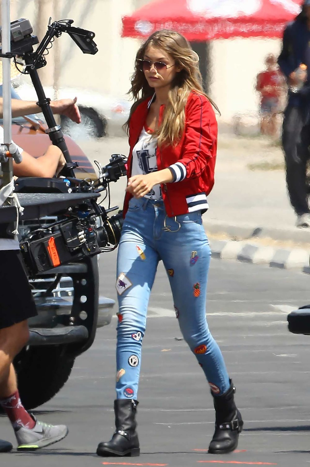 gigi-hadid-tommy-hilfiger-patched-jeans.jpg