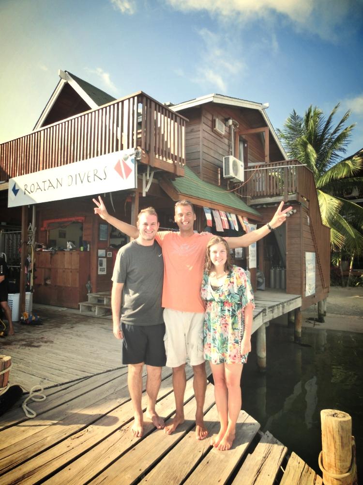 Sean Lauren PADI AOW Roatan Divers
