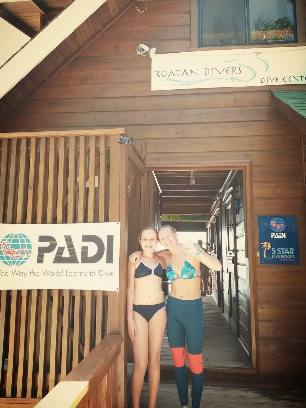 Jessica PADI Open Water Roatan Divers