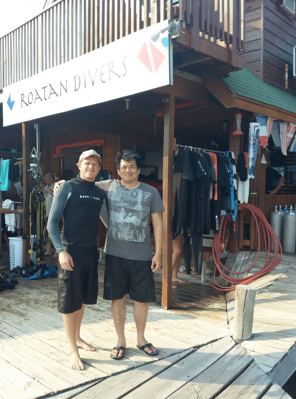 try scuba diving Roatan Divers
