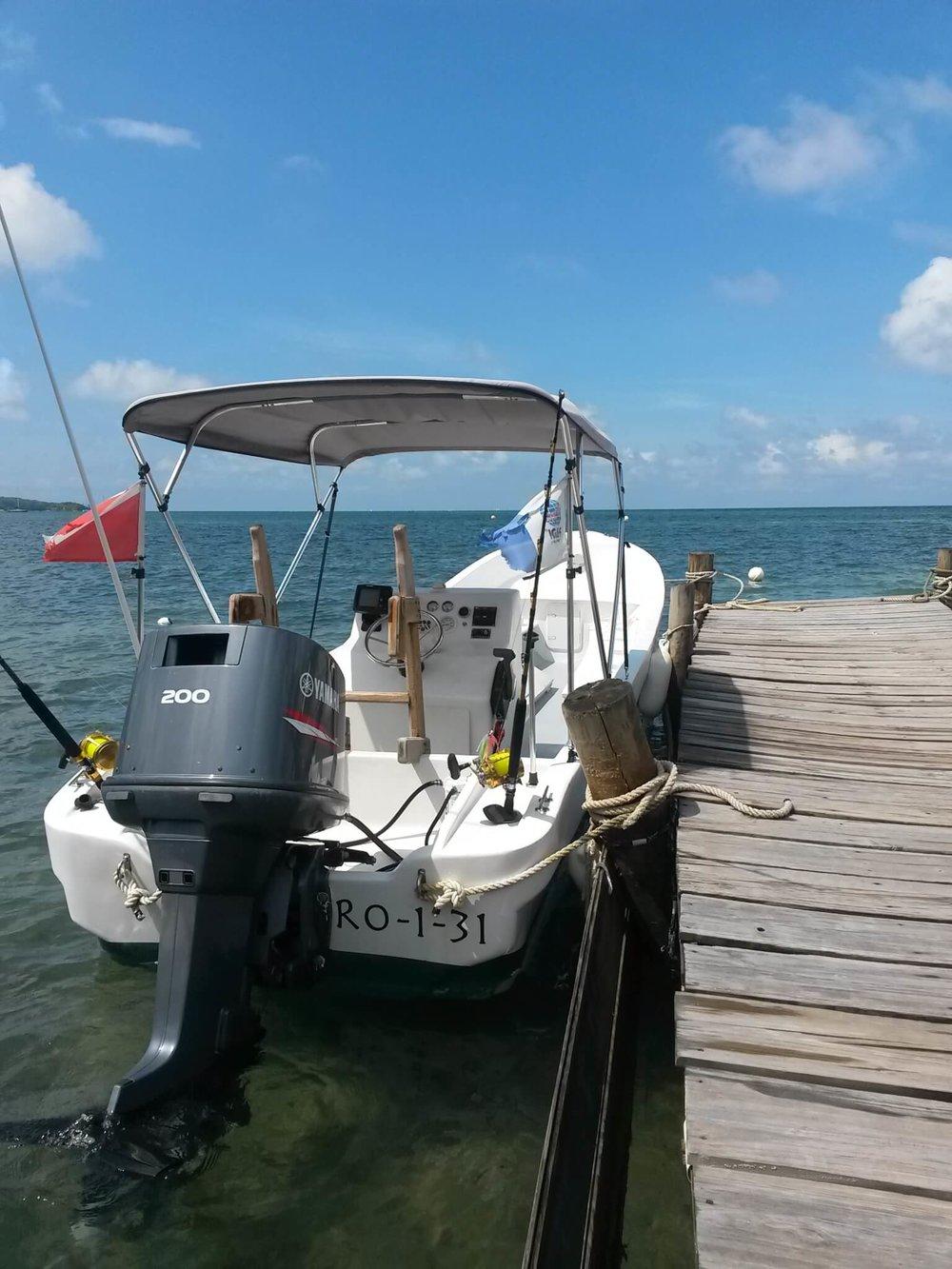 Roatan Divers boat Manami