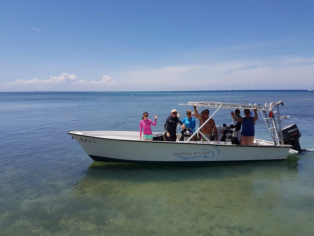 Roatan Divers' boat, Ran, on her last dive of the season