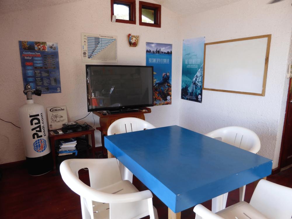 Roatan Divers classroom