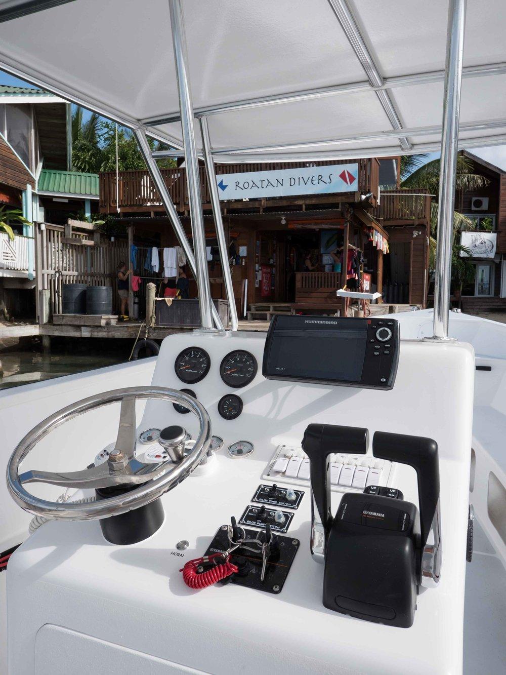 Roatan Divers' boat, Sáf