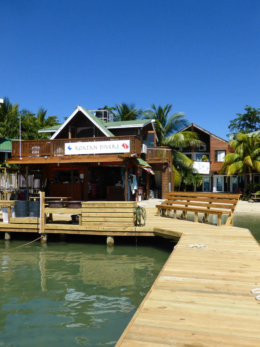 Roatan Divers dock