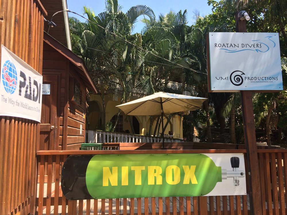 Roatan Divers scuba diving Enriched Air Nitrox get certified