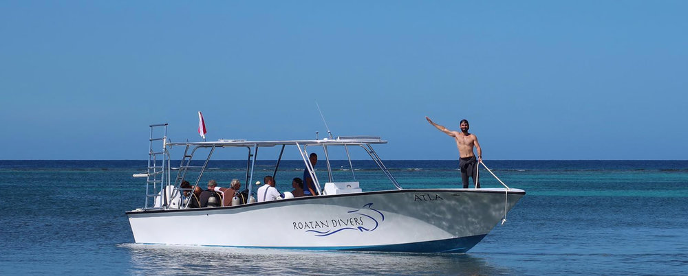 Atla Roatan Divers boat