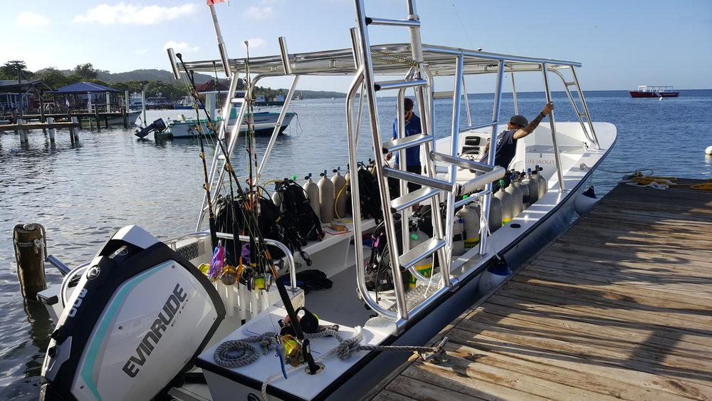 Atla Roatan Divers boats