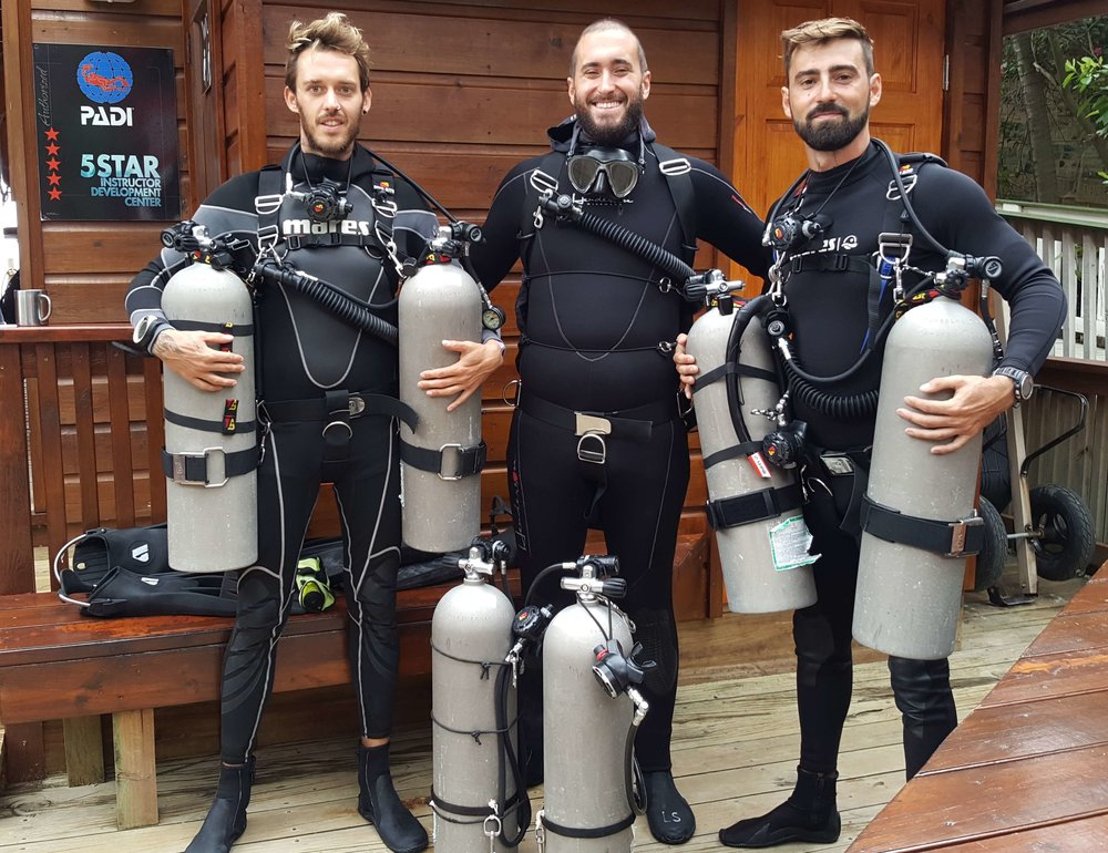 Sidemount diving Roatan Divers