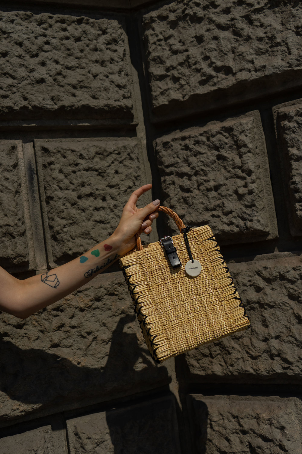 barcelona-blogger-street-style-slip-dress-strappy-sandals-handmade-Portuguese-reed-baskets-fashion-blog-01.jpg