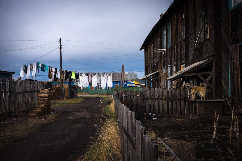 Harald Claessen Siberian Village washing with dog