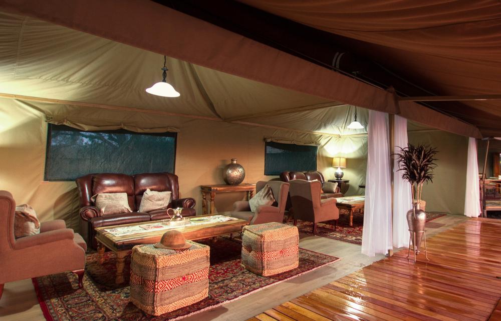 Main-Lodge-Lounge.jpg