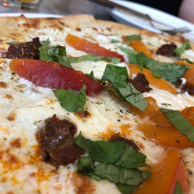 Gave this special pie from @piccolofornopgh a spin this afternoon - apricots, sausage, mascarpone and mozzarella blend together perfectly for this creamy summer pie!