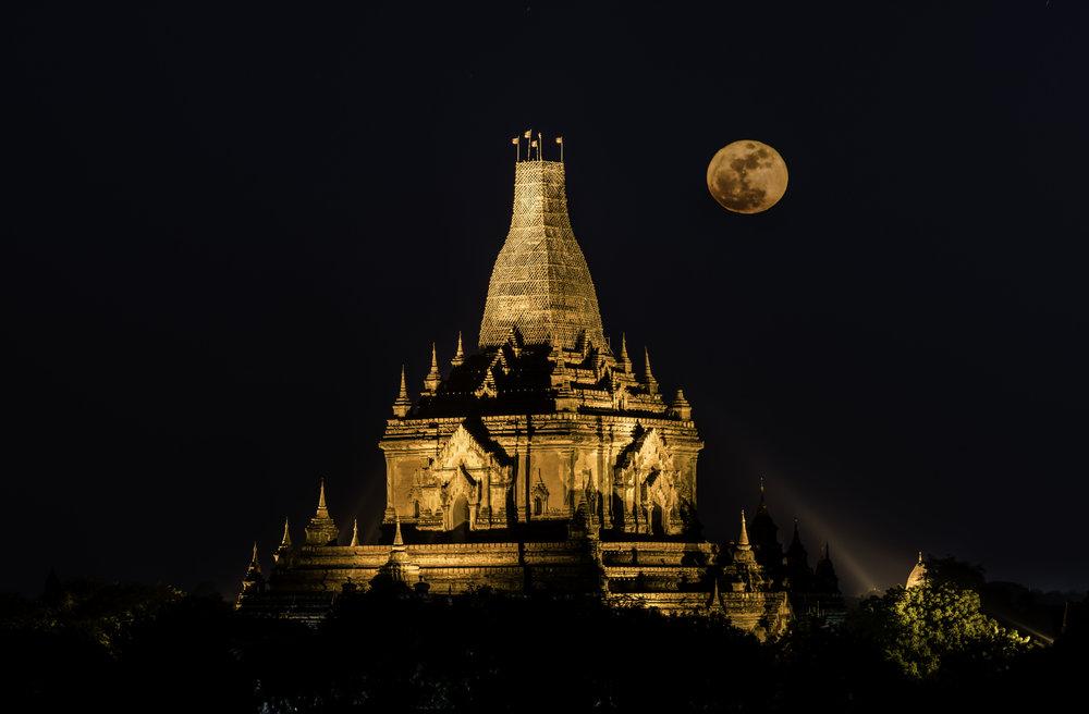 Full moon!  A Lo Daw Pyai Pagoda during fullmoon rise.