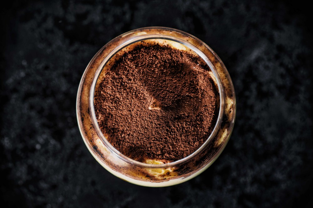 tiramisu, italian, recipe, sweet, cacao, mascarpone, eggs, food, photography, Poland, photogrepher, Justyna Pankowska, dessert, biscuit, nice, black,.jpg