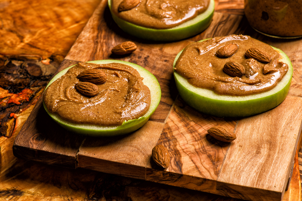 peanutt butter, granny smith, apple, appetizers, healthy, food photo, Poland, stylist, London, almond butter, raw food, tasty, healthy, omega 3, fat, salty, photography, Justyna Pankowska, studio meksyk blog, recipe..jpg