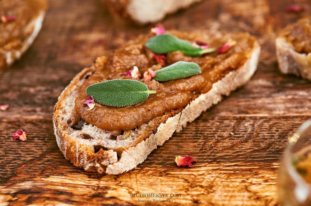 breakfast, apple butter, brown butter, bread, fresh, morning, on the table, top view, śniadanie, masło jabłkowe, orgazmum, Justyna Pankowska, pyszne , dzień dobry.jpg