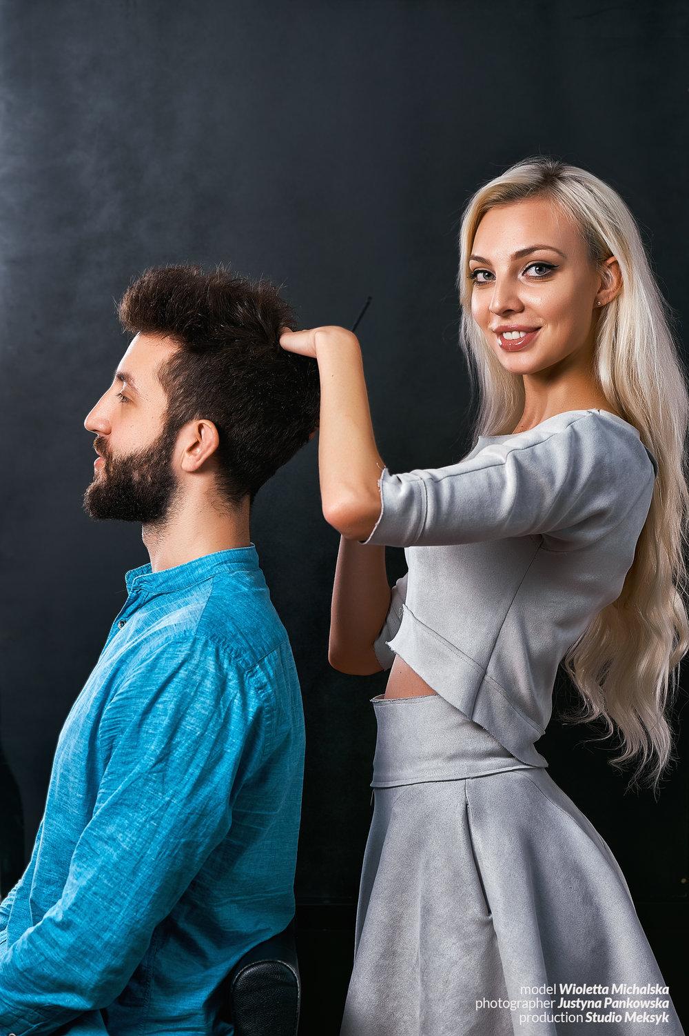 , Wioletta Michalska, portrait, blonde, hairstyle, makeup, natural,  beauty, girl, hot, sexy, sensual, photo, peaple, phoptography, Justyna Pankowska, Studio Meksyk,,nożyczki, z klientem.jpg