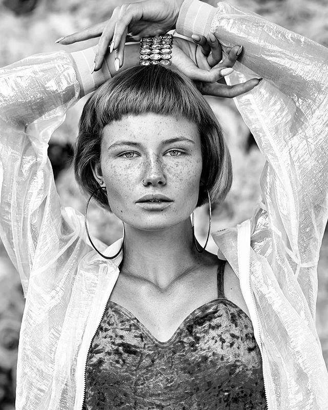 Amazing Nat!  Zapraszamy na indywidualne sesje zdjęciowe!  Model: @blousforyou Photo&retouch: @justyna_pankowska  Production: @studiomeksyk . . #bw⚫️⚪️ #bwportrait #portrait #modellook #czarnobiale #warszawa #warsaw #portret #zdjęcia #marketing #bizneswoman #kobietasukcesu