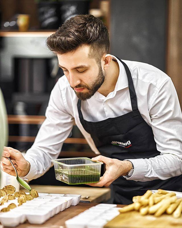 Reportage Photo: @justyna_pankowska Chef @lukasz_kawaller_chef for @maxfliz and @smeg_polska in @spodekkatowice . . #warszawa #warsaw #katowice #chef #cooking #commercial #reportage #livecooking #ambasador #fotograf #zdjęcia