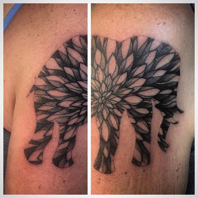 Super fun dahlia elephant. #tattoo #elephanttattoo #elephant #dahlia #blackclawneedles #blackandgreytattoo #dotwork