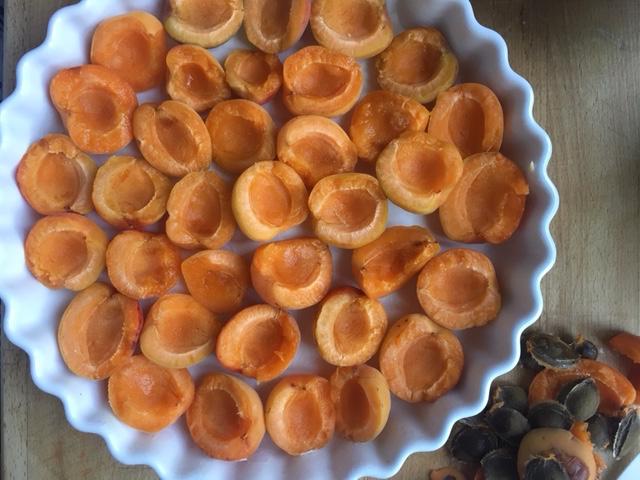 Aux Bulles Champagner Brit Sommerrezepte clafoutis abricots 2.jpg