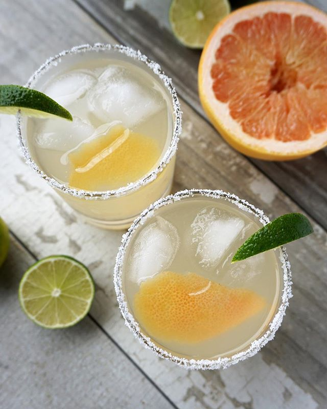 Find out how to throw together this refreshing twist on the classic marg for #nationalmargaritaday in my story 😋or on the blog by searching #margarita on #brokeandcooking.com