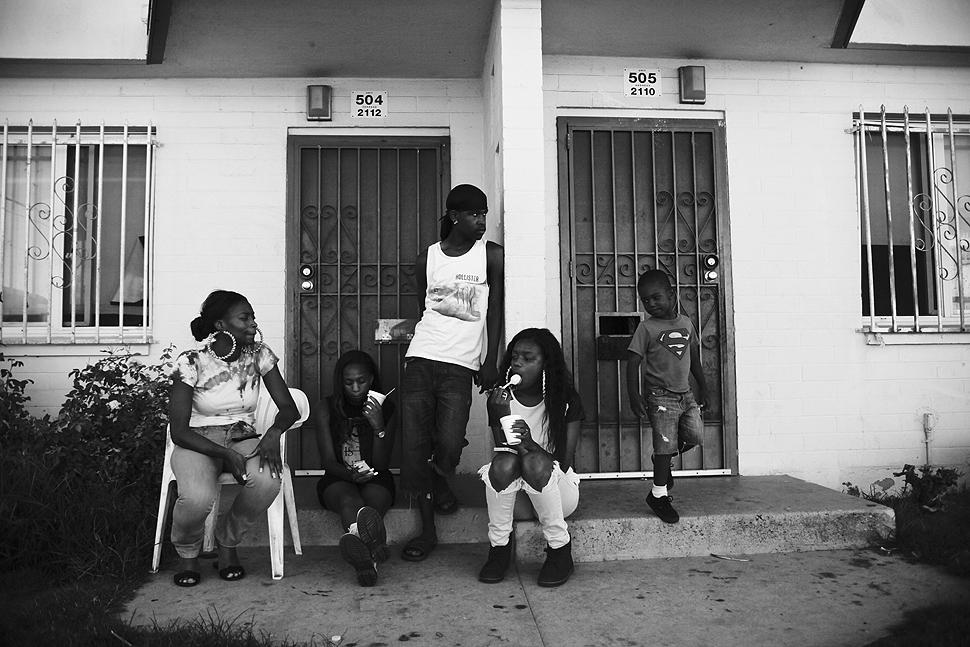 From left: Natarsha Blackmon, Shanell Blackmon, Darnell Jeffrey, Imani Earl and My'king Clayton sit outside the Blackmons' home in Jordan Downs housing project. LA Times
