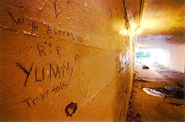 "A graffiti memorial marks a wall in the South Side viaduct where Robert ""Yummy"" Sandifer's body was found. (Chicago Tribune)"