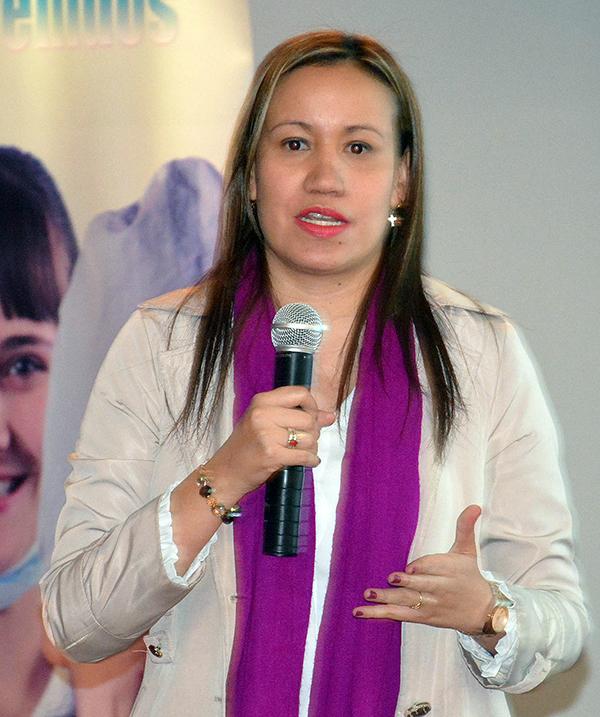 El sistema ha generado una crisis humanitaria y no hay control de los recursos de la salud. - Carolina Corcho.