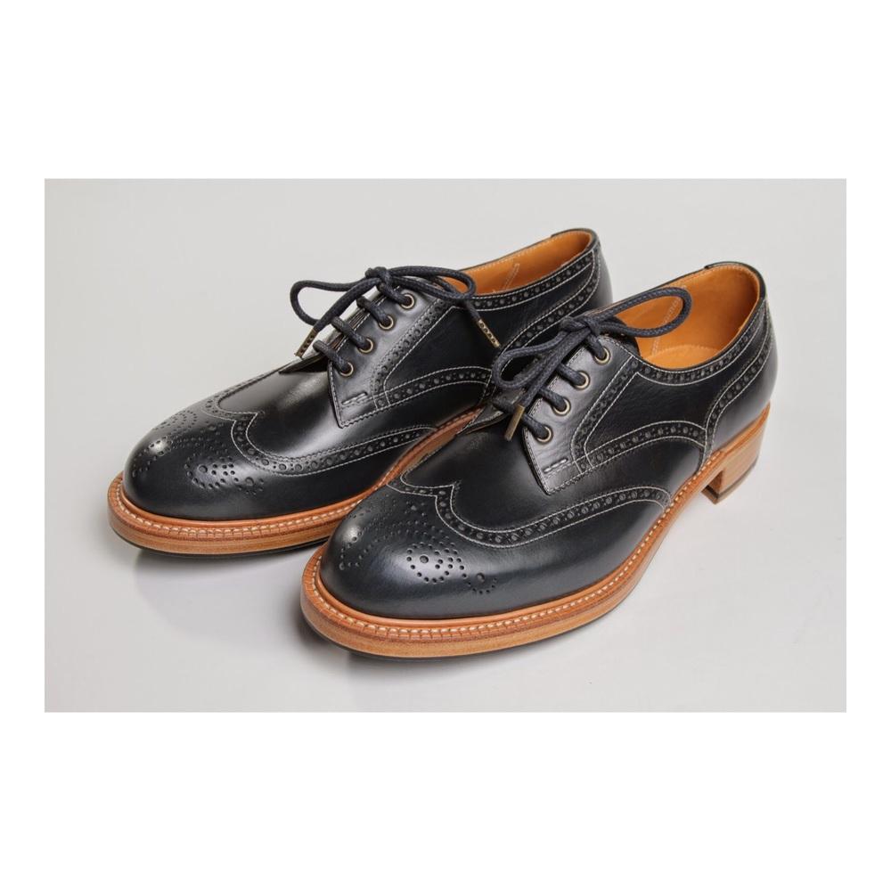 フルブローグ/ダービー   ・ハンドソーンウェルテッド製法(九分仕立て)100,000円  ・ハーフラバー3,000円  ・ダブルウェルト  ・ストームウェルト  leather : オイルレザー/ネイビー   Mens shoes