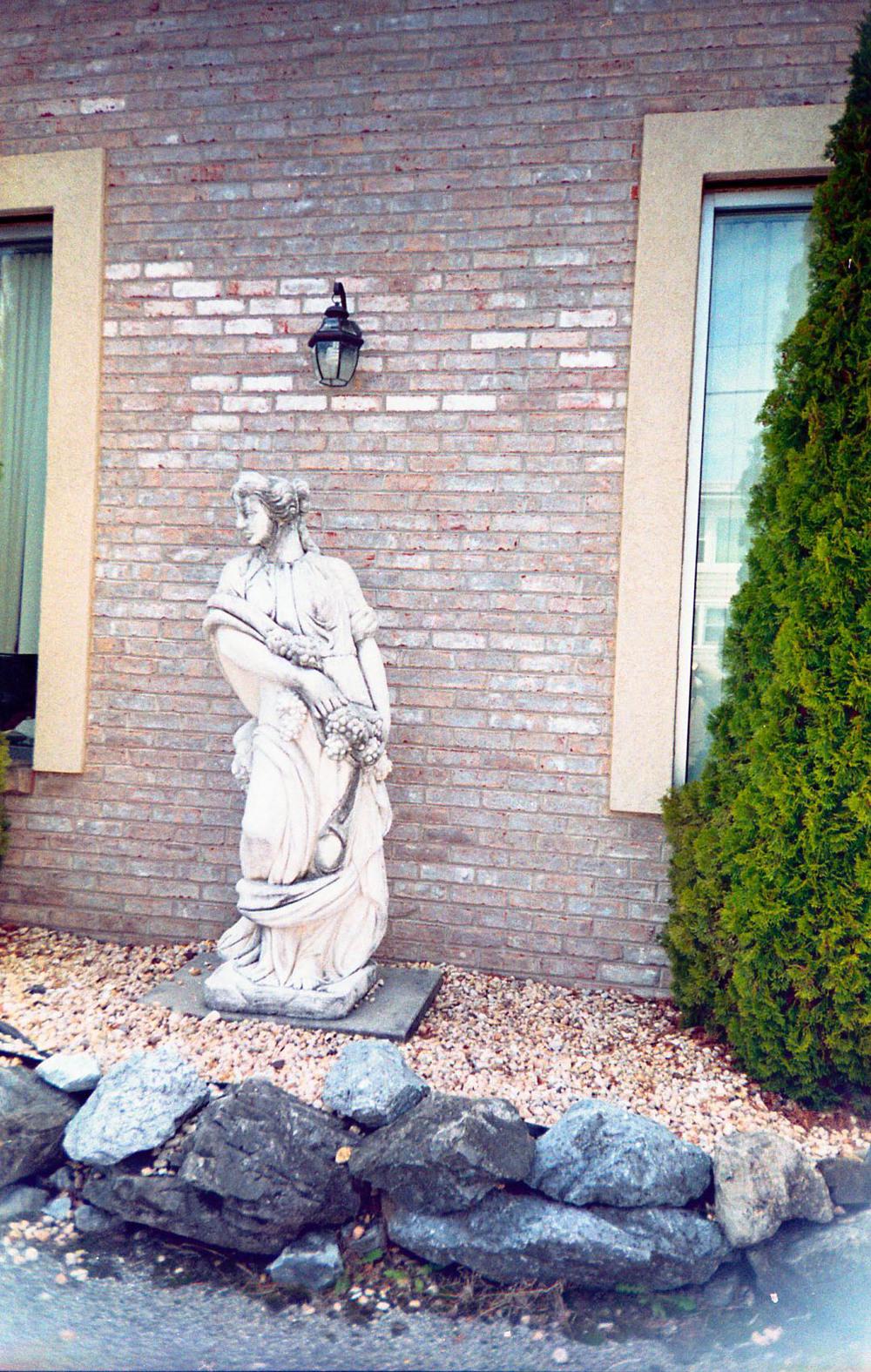 garden_statue2.jpg