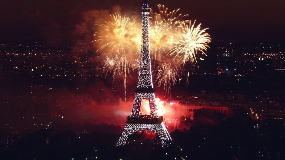 25462-eiffel-tower-paris-fireworks-celebration-happy-new-year-1920x10801.jpg