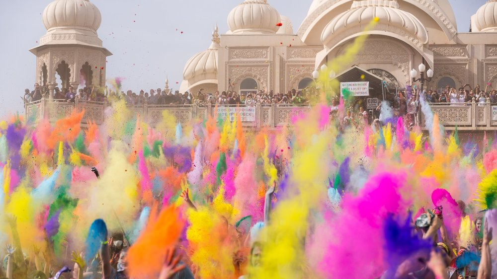 holi-festival-of-colours-5682x3788-indian-holiday-spring-life-new-2030.jpg