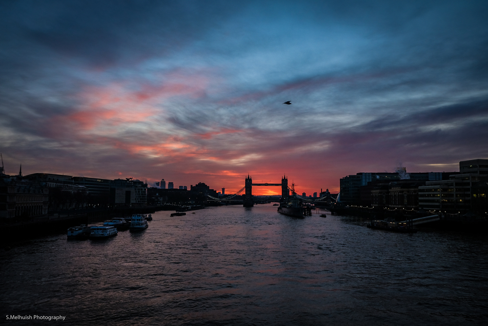 Dawn stroll across London Bridge