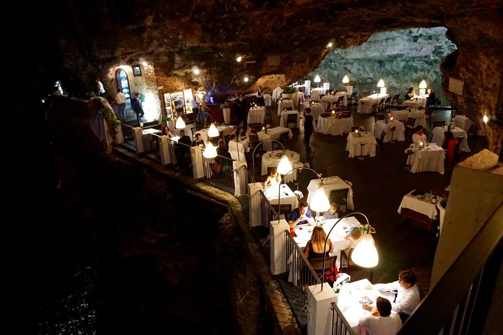 Polignano a mare - ristorante grotta