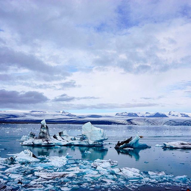 Jokulsarlon in Iceland... or Beyond the Wall in Game of Thrones.  Stunning location and close to some beautiful glacial hikes 👌👌👌