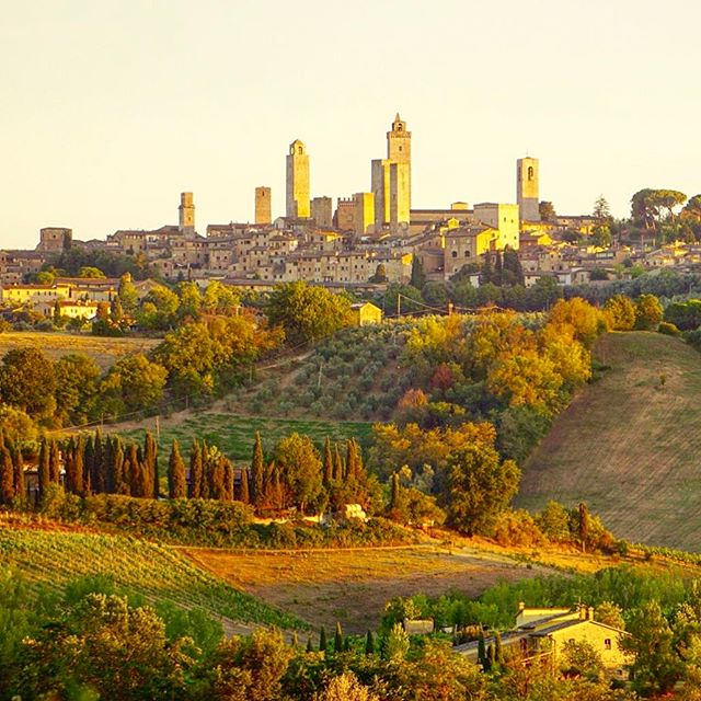 Our favorite town in Italy! San Gimignano! 🇮🇹 🍷🍝