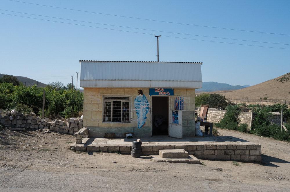 Kleines Lebensmittelgeschäft nahe an der Frontlinie, Tigranakert
