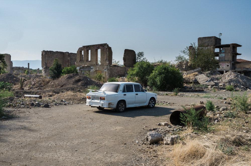 Das Auto eines Soldaten in Agdam.