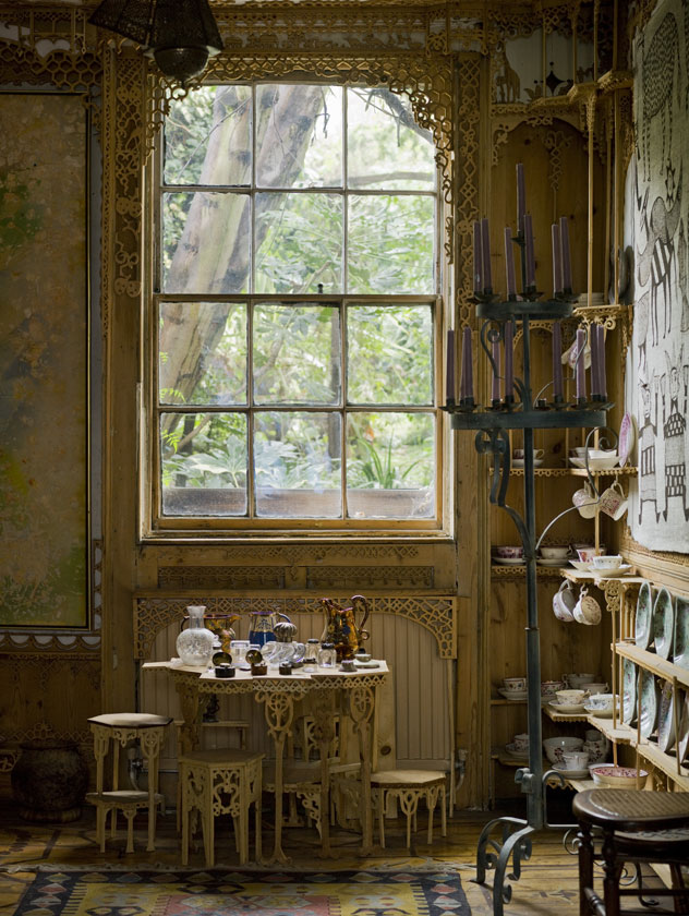 Sitting-room-of-575-Wandsworth-Road-National-Trust.jpg